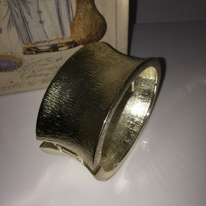 SILVER TONE CONCAVE WIDE HINGED BANGLE BRACELET